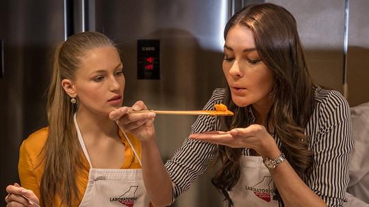 Úřadující Česká Miss to umí s vařečkou.