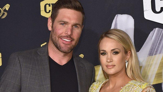 Carrie a Mike prý budou mít dvojčata.