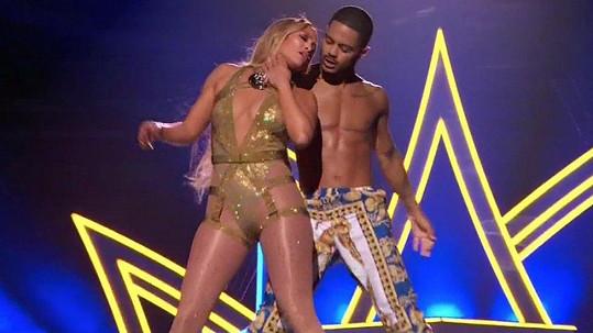 Jennifer Lopez to na pódiu pořádně rozjela.