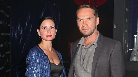 Jan Révai s přítelkyní Zuzanou Šulajovou, na které začíná být těhotenství vidět.