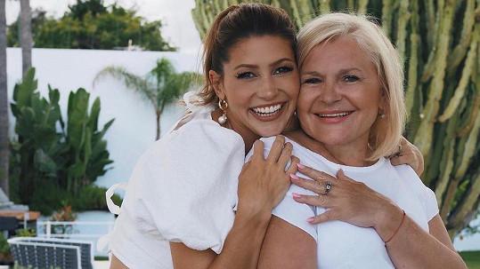 Tereza Kerndlová s maminkou ve Španělsku