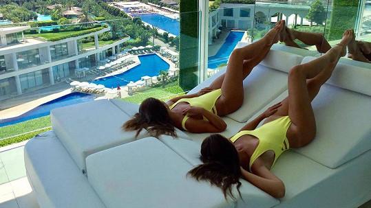 Slovenské micky se předváděly v tureckém hotelu určeném jen pro dospělé.