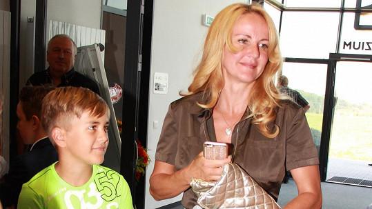 Vendula Svobodová se synem Jakubem.