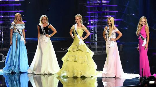 Jedna z těchto pěti identických blondýnek se stala Miss Teen USA 2016.