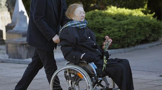 Jaroslava Hanušová byla v lednu 2016 na pohřbu Miloslava Ransdorfa.