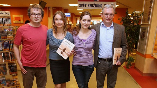 Křest knihy Ladislava Smoljaka si nenechaly ujít ani jeho děti.