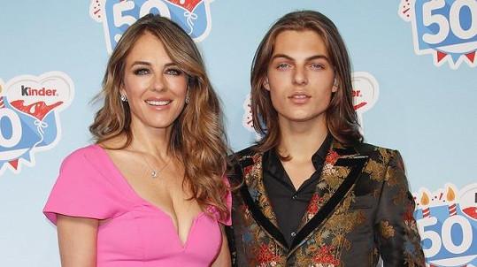 Elizabeth Hurley a její syn Damian jsou si velmi podobní