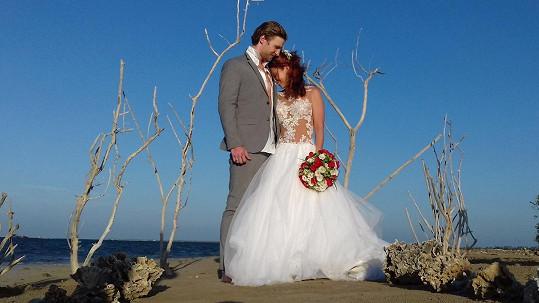 Míša Nosková a Ondřej Bábor na svatební fotce