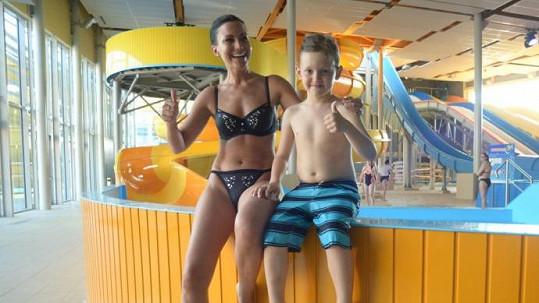 Gábina Partyšová dováděla v aquaparku s malým Kristianem.