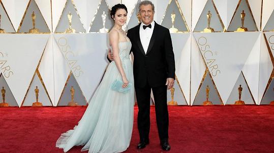 Mel Gibson a jeho partnerka Rosalind Ross zářili na Oscarech.