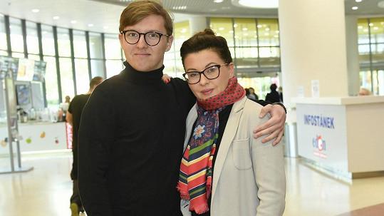 Dana Morávková se synem Petrem vyrazila na charitativní Sbírku potravin.