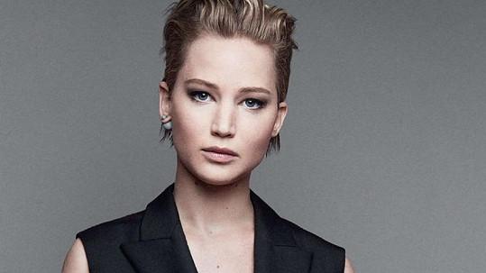 Jennifer Lawrence se zlobí na všechny, kdo si její erotické fotky prohlédli.