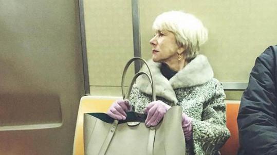 Helen Mirren má právo sedět.