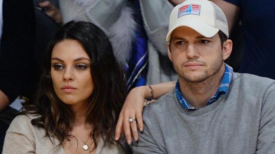 Mila Kunis a Ashton Kutcher utajili svatbu.
