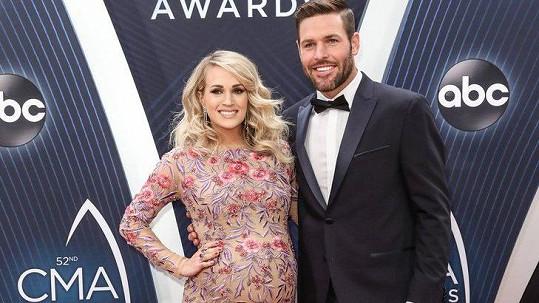 Carrie Underwood bude brzy rodit.