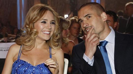 Lucie Vondráčková a Tomáš Plekanec se rozvádějí. Syny bude hokejista vídat v Česku.