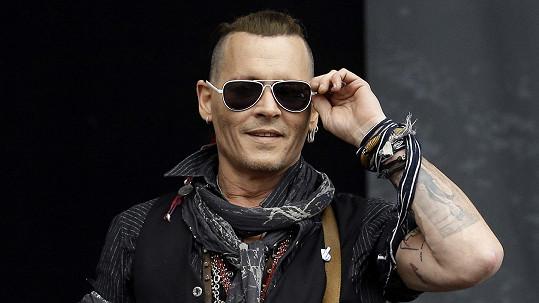 Johnny Depp vystoupil v Praze.