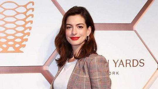 Anne Hathaway se rozhodla na delší dobu vzdát alkoholu.