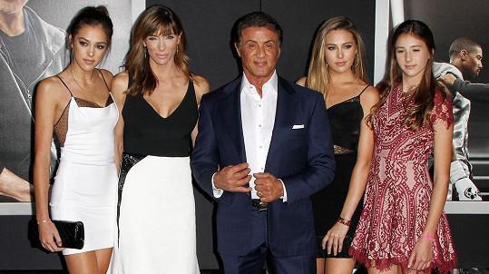 Sylvester Stallone zplodil s manželkou tři krásné dcery.