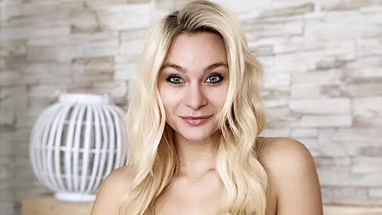 Barbora Mottlová změnila image.