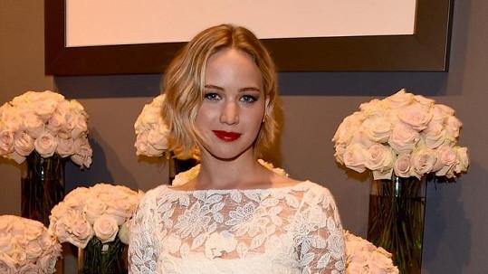 Jennifer Lawrence si teď hraje na nevinnou holčičku...