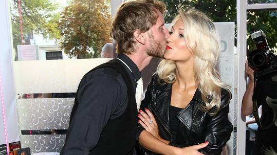 Míra Nosek s neznámou blondýnkou