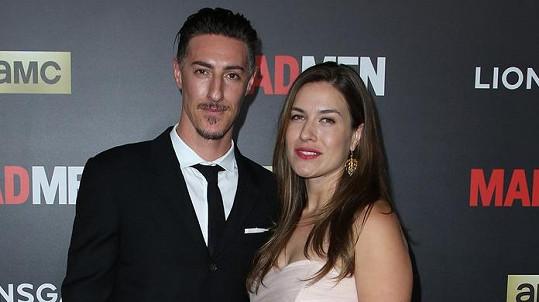 Eric Balfour a Erin Chiamulion tvoří manželský pár.