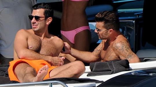 Ricky Martin s partnerem Jwanem Yosefem a jejich kamarádkou Esther Caňades