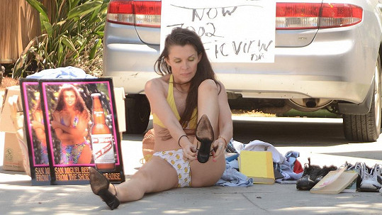 Alicia hledá způsob, jak si přivydělat.