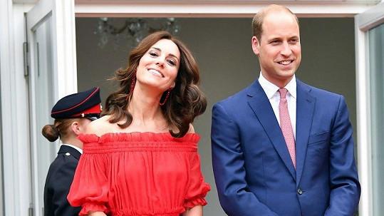 Vévodkyně Catherine přivedla na svět dalšího královského potomka.