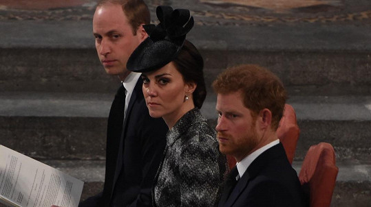 William, Kate a Harry na zádušní mši