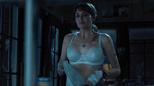 Angelina Jolie ve filmu Kdo mi jde po krku