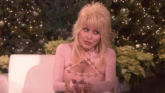 Dolly stále provokuje.