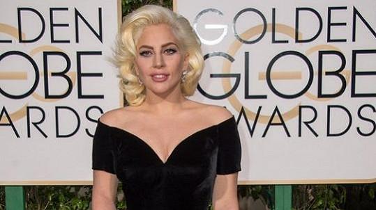 Lady Gaga už má ve sbírce Zlatý glóbus, teď si brousí zuby na Oscara.