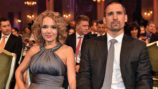 Lucie Vondráčková a Tomáš Plekanec si nemohou přijít na jméno.