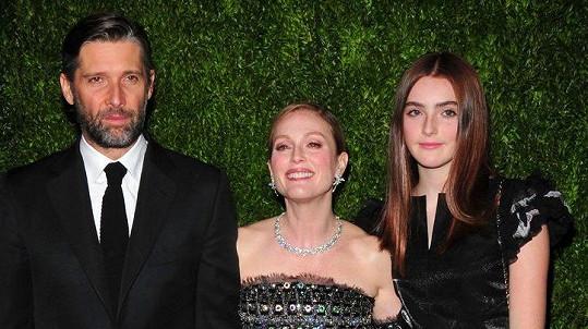 Julianne Moore s manželem a dcerou