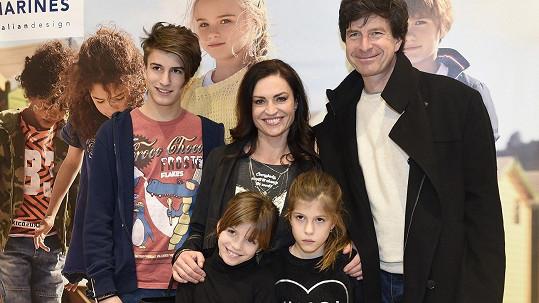 Hanka Kynychová s rodinou