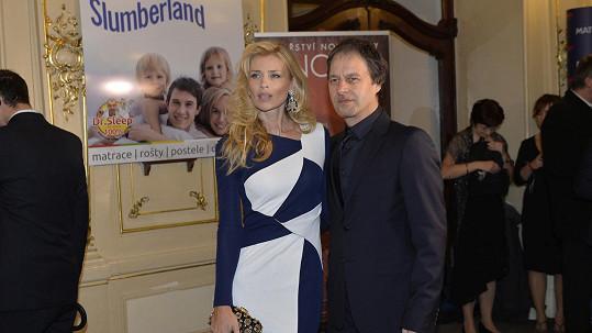 Daniela Peštová a Palo Habera při příchodu zářili.