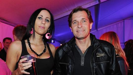 Martin Pouva s přítelkyní Petrou dorazil na večírek SuperStar.