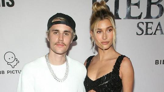 Hailey Baldwin, provdaná Bieber, s manželem Justinem