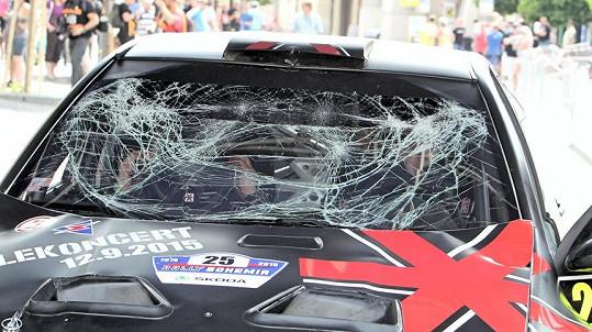 Takto dopadlo Landovo auto.