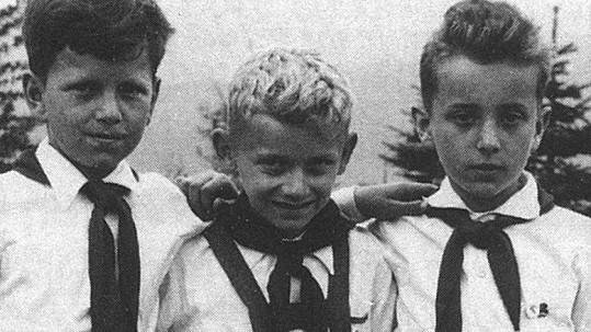 Z prostředního chlapce vyrostl známý publicista.