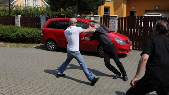 Rychtáře napadl naštvaný fanoušek Ivety Bartošové.