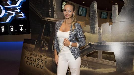 Bára Mottlová na premiéře snímku Labyrint: Zkoušky ohněm