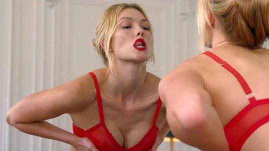 Karlie Kloss ve vánočním spotu