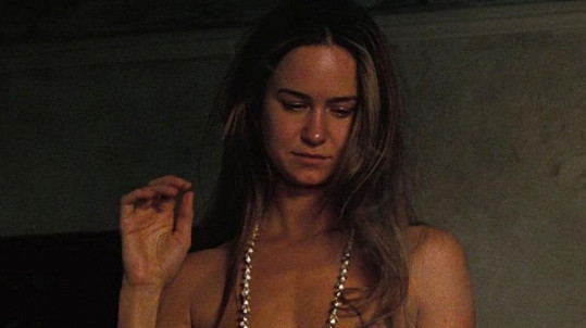 Katherine ukázala ňadra ve filmu Skrytá vada.