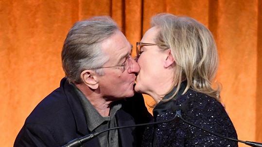 Meryl Streep a Robert De Niro při vzájemném polibku