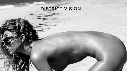 Koho jiného přizvat na focení kampaně na sluneční brýle pro sportovce než Elsu Hosk.