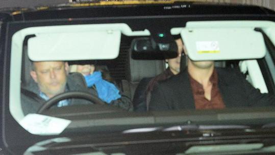 Kdo byla ona neznámá dáma, s níž Brad Pitt odjížděl z restaurace?