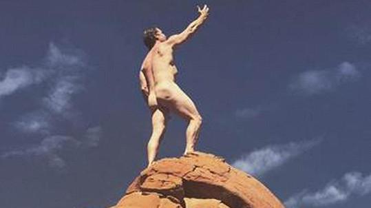 Který herec mohl takhle oslavit vítězství indiánského kmene nad ropnou společností?